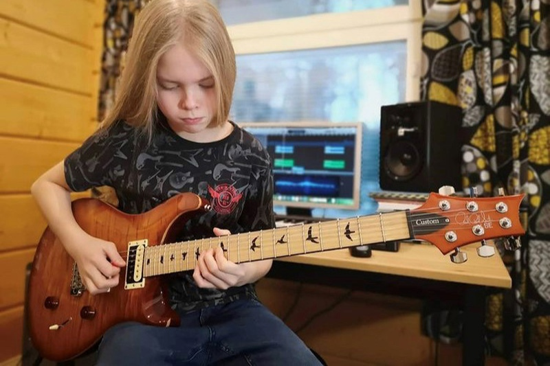 Young Guitarist 2020 800