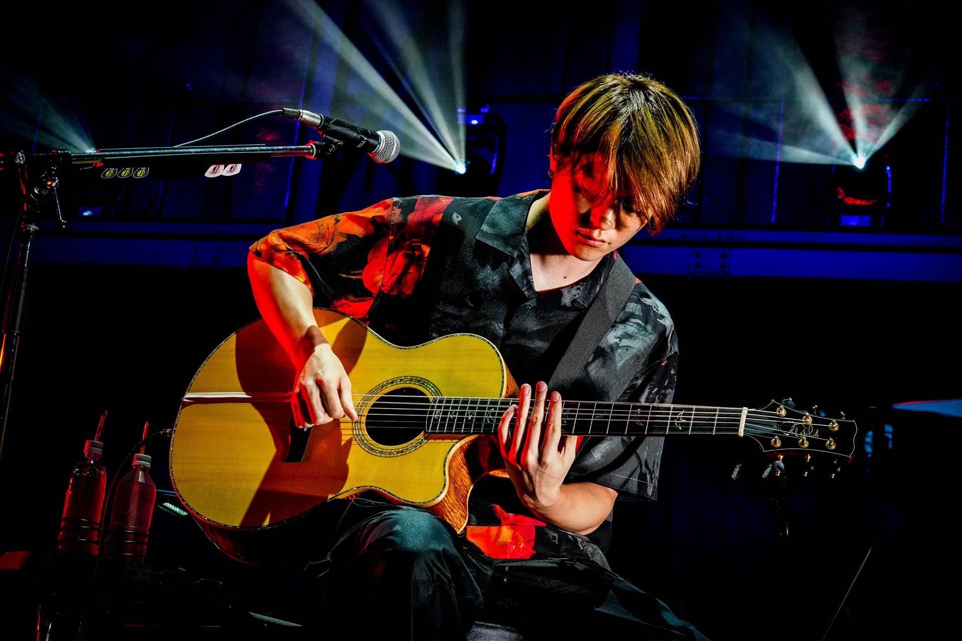Toru Yamashita plays PRS acoustic